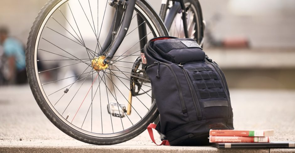 Fahrrad, Rucksack, Bücher